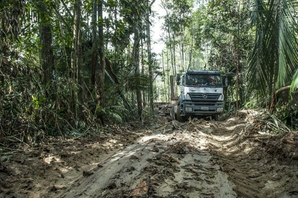 Axor na Amazônia- Mercedes-Benz